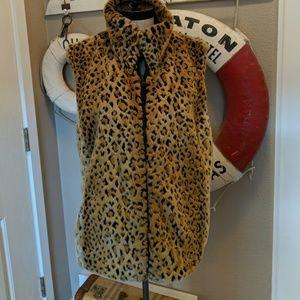 Chic Reversible Leopard Print Faux Fur Vest